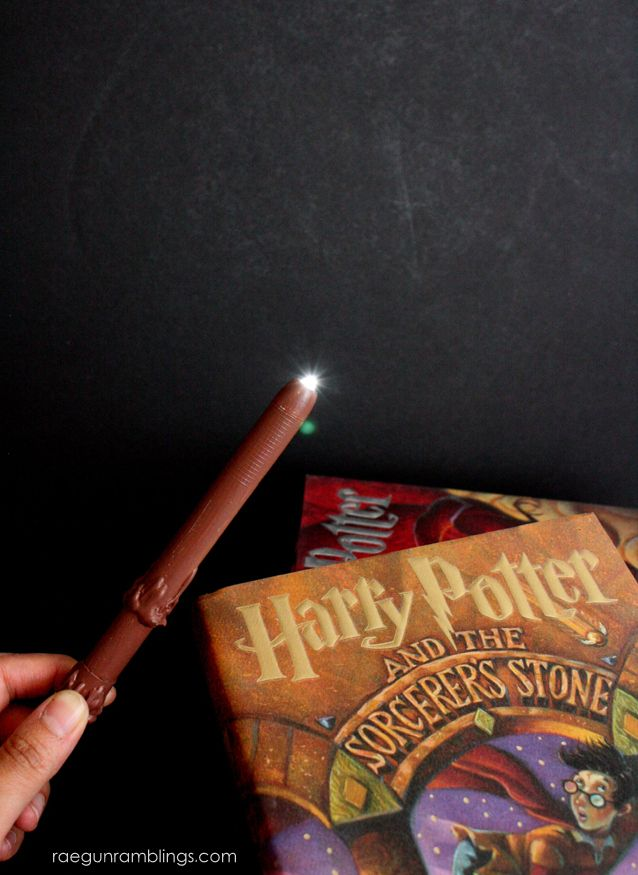 T(w)een Hangout: Light-up Wands